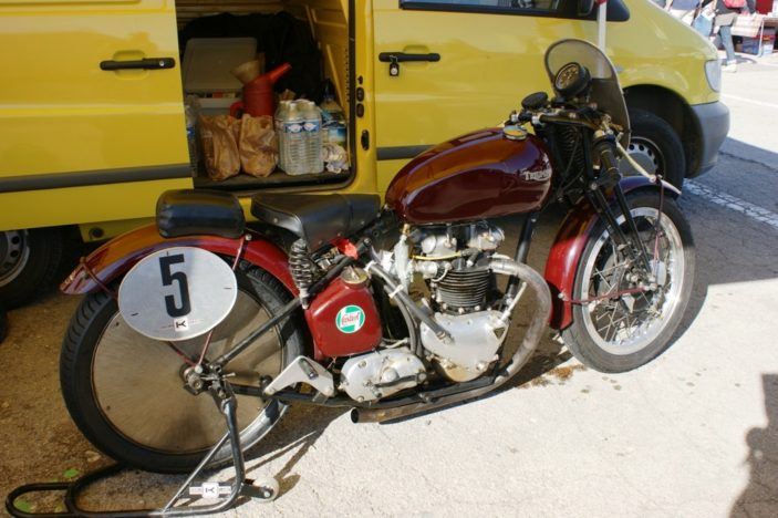 Triumph 500 Speed Twin (1938)   Jano2106 - Creative Commons Licence - https://www.flickr.com/photos/jano2106/with/3589821134/