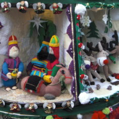 Hertford's Yarn Bombed Christmas Tree 2019 | Geoff Cordingley