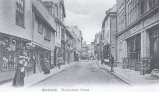 Maidenhead Street, c. 1904, with the Maidenhead Inn sign just visible on the left and the Green Dragon Hotel on the right