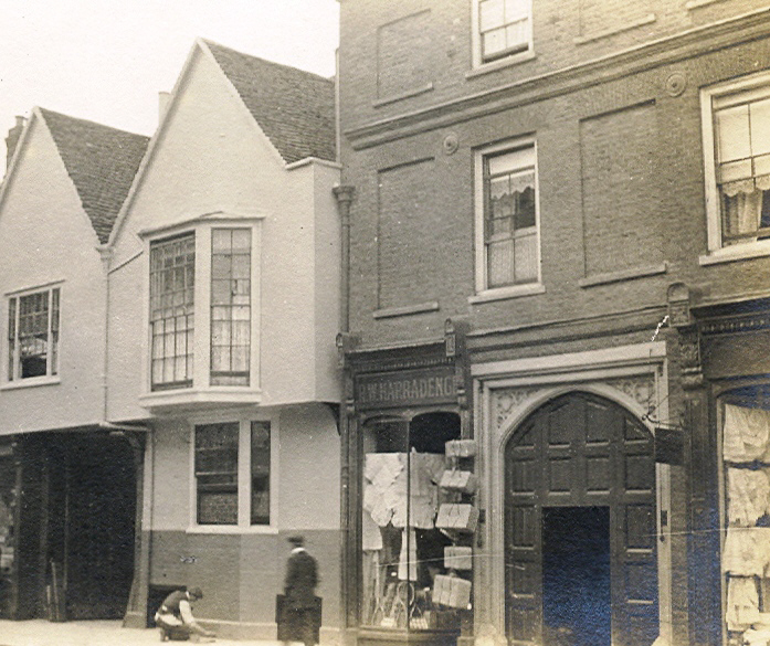 Shop and arch in the High Street | Hertfordshire Archives and Local Studies