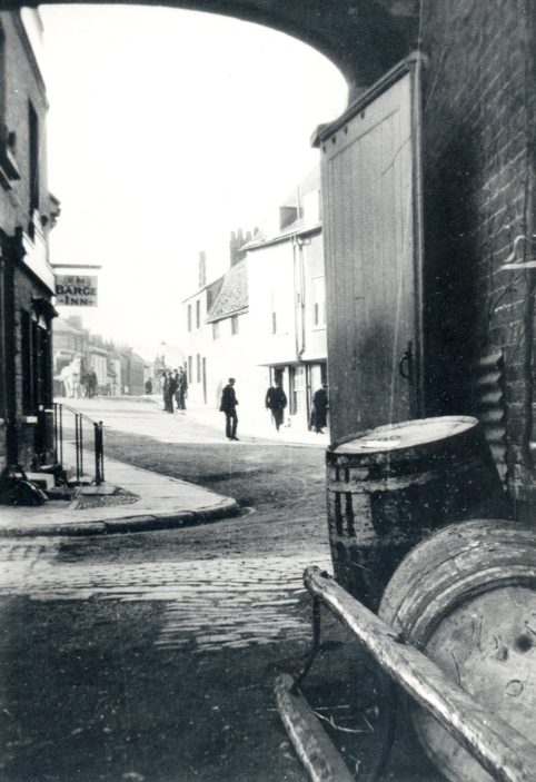 View through an archway of the old Barge Inn - now replaced by the 'Navigator' and archway now gone | Hertfordshire Archives and Local Studies