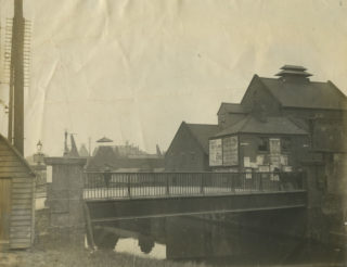 1921, looking towards the Saracen's Head | Hertfordshire Archives & Local Studies (Acc 5722)